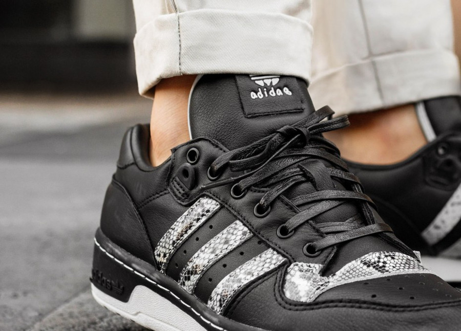 united-arrows-and-sons-adidas-rivalry-low-noir-print-snake (1)