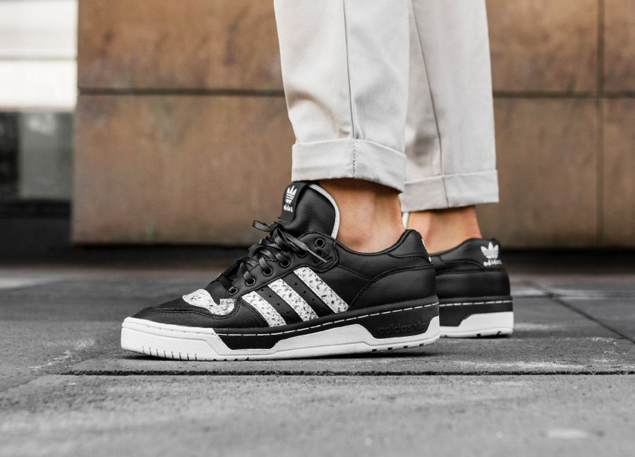 united-arrows-and-sons-adidas-rivalry-low-noir-print-snake (2)