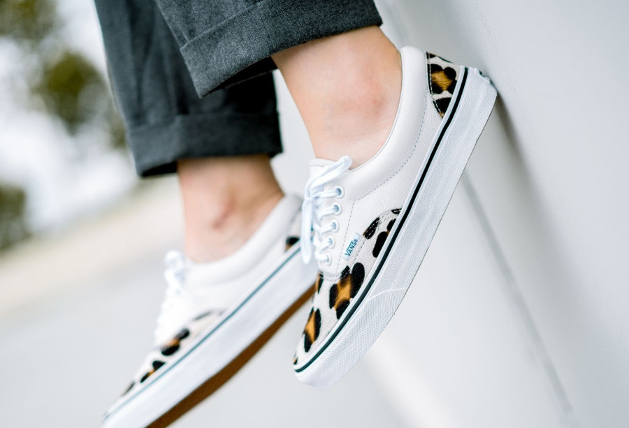 vans-era-en-cuir-blanc-avec-poils-de-léopard (5)