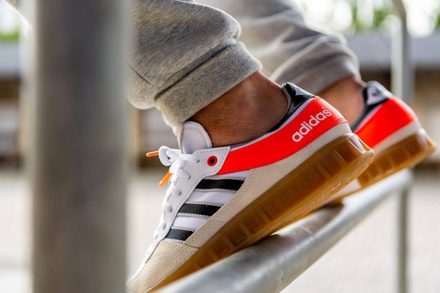 adidas-handball-top-blanche-beige-et-orange-AQ0905 (2)