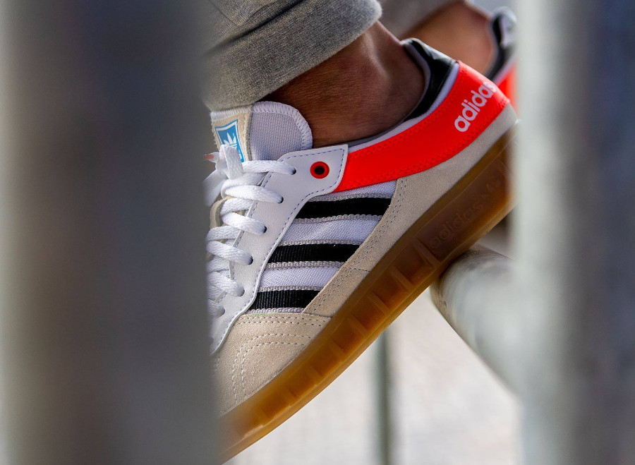 Que vaut la Adidas Handball Top 2018 'Chalk White Solar Red' ?