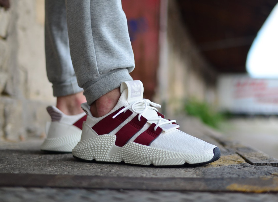 adidas-originals-prophere-blanche-et-bordeaux-on-feet (2)