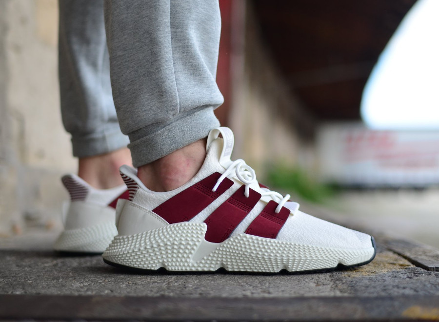 adidas-originals-prophere-blanche-et-bordeaux-on-feet (3)