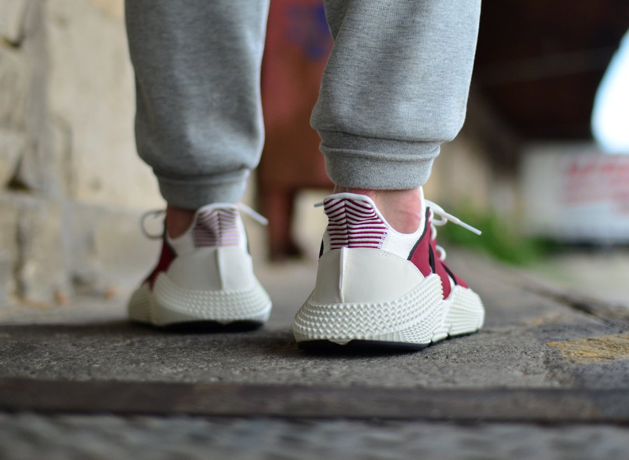 adidas-originals-prophere-blanche-et-bordeaux-on-feet (4)