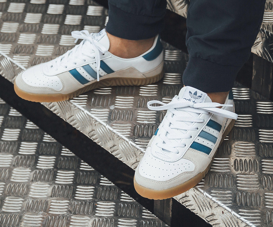 adidas-spezial-indoor-comp-blanche-bleue-et-marron-on-feet (2)