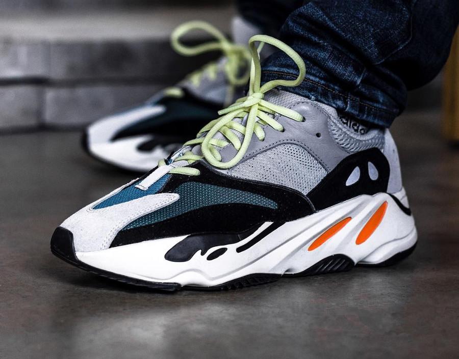 adidas-yeezy-700-on-feet- @alekzdelgadillo