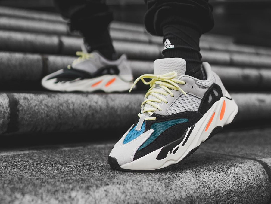 La Kanye West x Adidas Yeezy 700 Wave Runner 'Multi Solid Grey' en 25 images