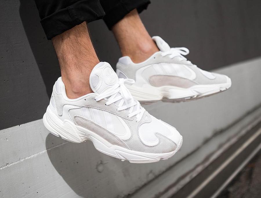 adidas-yung-1-homme-en-suede-gris-et-mesh-blanc (6)