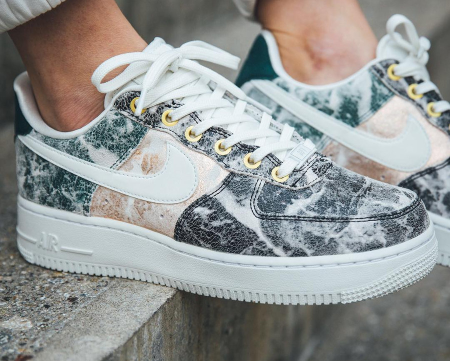 Nike Air Force 1 '07 LXX femme Cracked Leather 'Summit White'