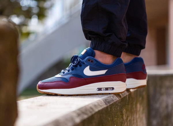 en soldes a0156 3fb25 Que vaut la Nike Air Max 1 'PSG' 2018 Navy Sail Team Red ?
