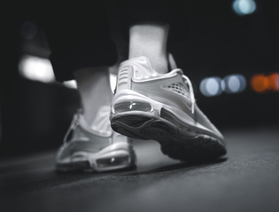 air-max-deluxe-whiteout-on-feet (1)