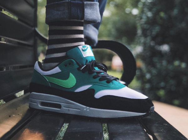 Chaussure Nike Air Max 1 'Green Strike Neptune Green' on feet (AH8145 107)