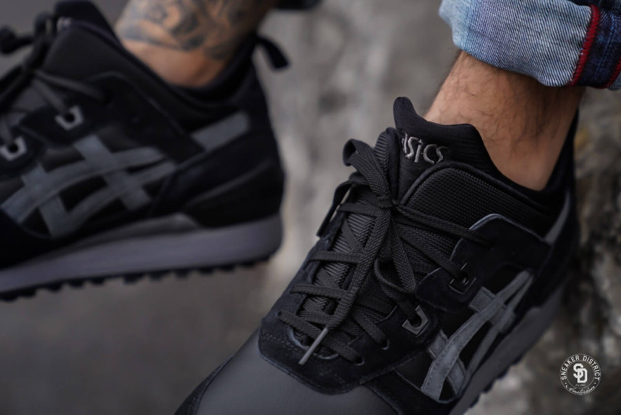 asics-gel-lyte-iii-mid-noir-et-gris-on-feet-1193A035-001-1