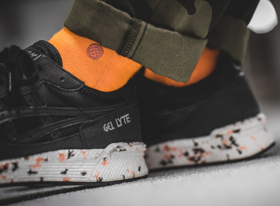 asics-tiger-hyper-gel-lyte-noir-black-on-feet (2)