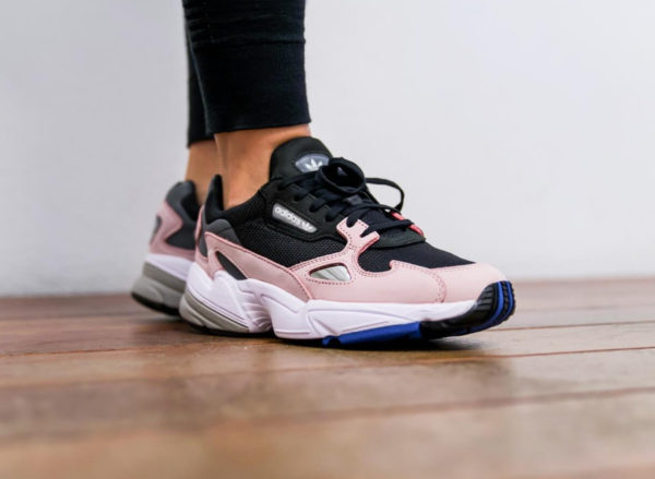 5bb6b211310468 chaussure Kylie Jenner x Adidas Falcon Dorf W Core Black Light Pink on feet  (B28126