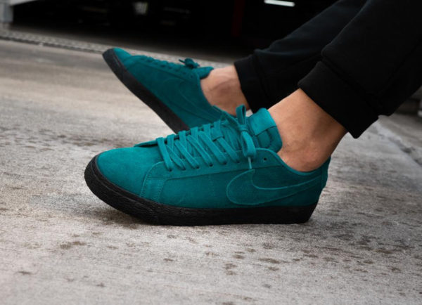 chaussure Nike SB Blazer Low Geode Teal Black Sole Pack on feet ( 864347-300)