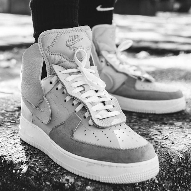chaussure PSNY x Nike Air Force 1 Matte Silver Light Bone on feet (AO9292-001)
