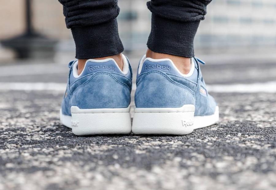 guide-achats-reebok-classics-workout-plus-fille-bleue-et-blanc-cassé (2)