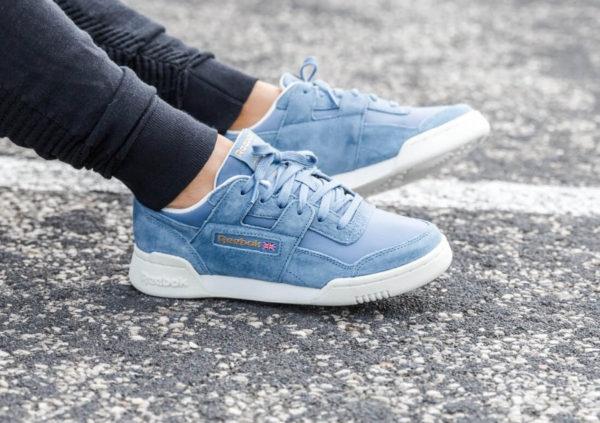 4e0c00d0bb2 Chaussure Reebok Workout Lo Plus femme VTG Blue Slate Chalk on feet (CN3834)