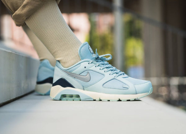 hot sales skate shoes save off Que vaut la Nike Air Max 180 'Ice & Fire' Ocean Bliss Igloo ?
