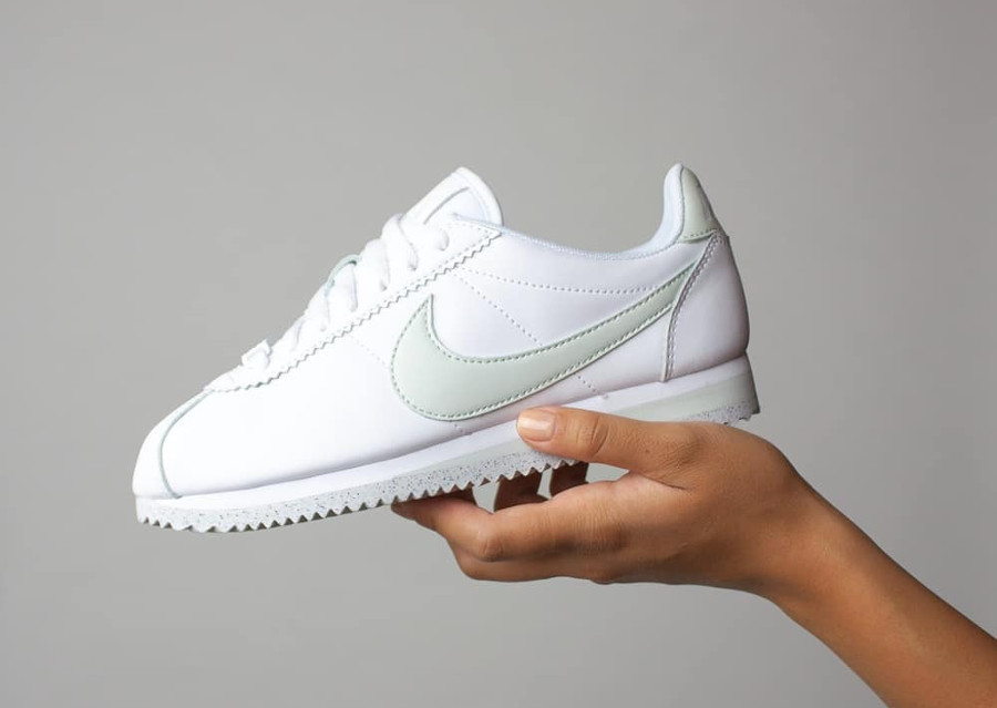 Nike Wmns Cortez Flyleather 'White Light Silver'