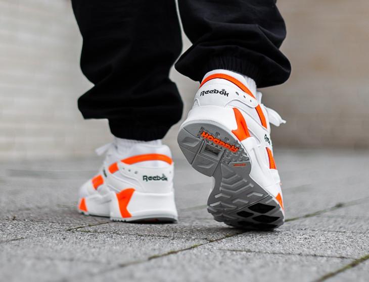 reebok-aztrek-blanche-noire-et-orange-CN7472 (2)