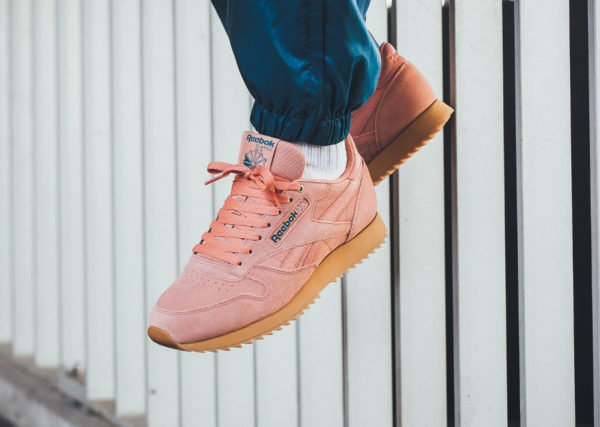 chaussure Reebok Classic Leather Ripple Montana Cans 'Dirty Apricot' on feet