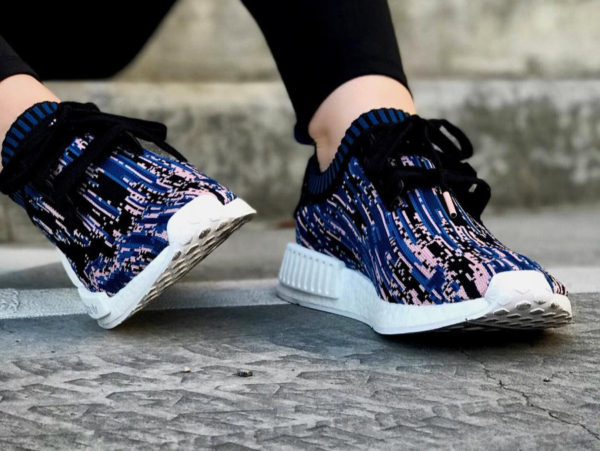sns-adidas-nmd-r1-data-moshing-bleue-noire-et-rose-Db2842 (3)