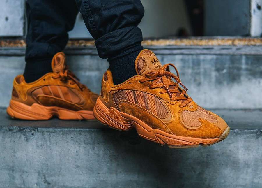 Adidas Originals Yung-1 toute orange on feet (exclusivité Size) (2)