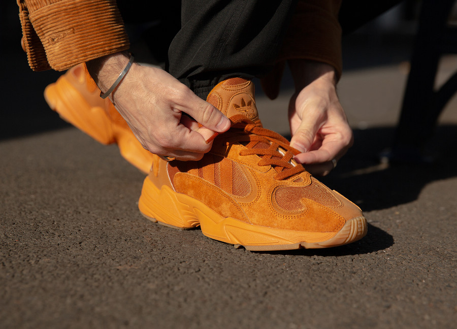 Adidas Originals Yung-1 toute orange on feet (exclusivité Size) (3)