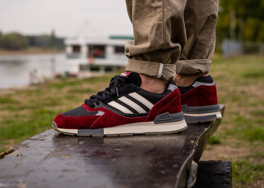 Adidas Quesence bordeaux et noire on feet (2)