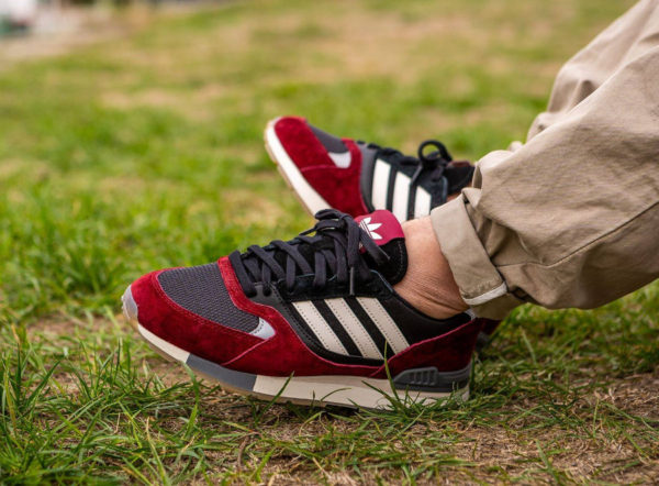 Adidas Quesence bordeaux et noire on feet (3)