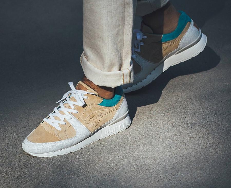 Kangaroos Coil R1 Hanon beige blanche et turquoise on feet (3)