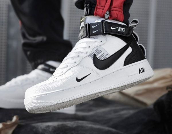 best loved fe1ec 8b804 Nike Air Force 1 07 LV8 mi montante Utility blanche et noire on feet (1