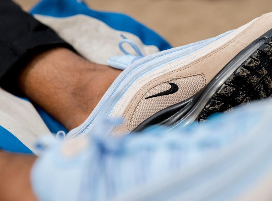 Nike Air Max 97 PRM bleu ciel marron beige et noire on feet (4)
