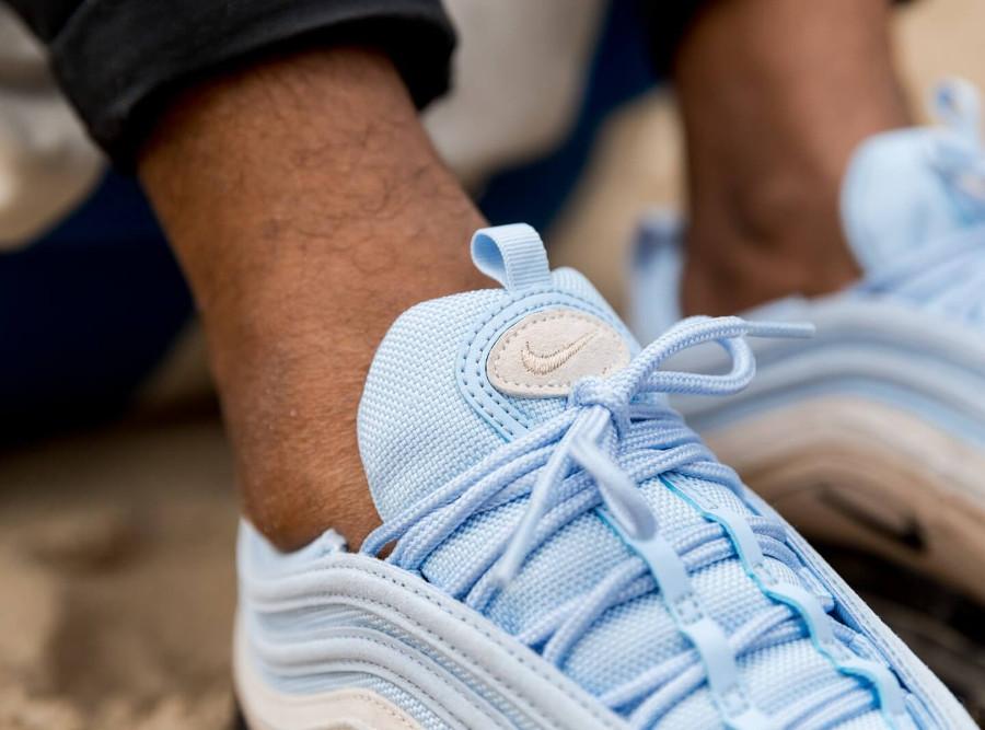 Nike Air Max 97 PRM bleu ciel marron beige et noire on feet (5)