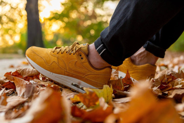 Nike Air Max One blé beige clair et marron on feet (5)