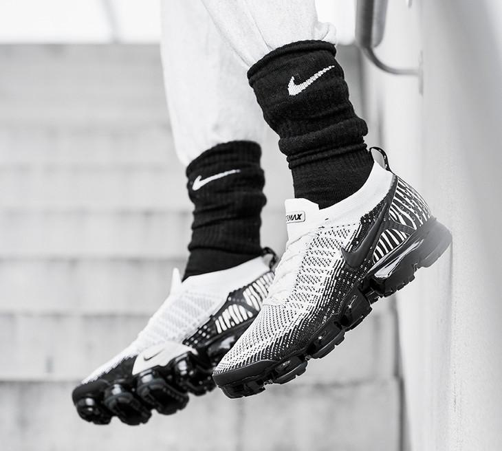 Nike Air Vapormax FK 2 zèbre blanche et noire on feet (1)