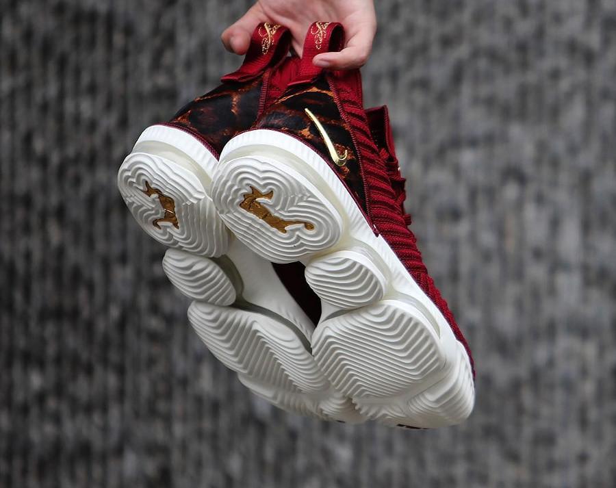 Nike Lebron 16 battleknit bordeaux avec print léopard (1)