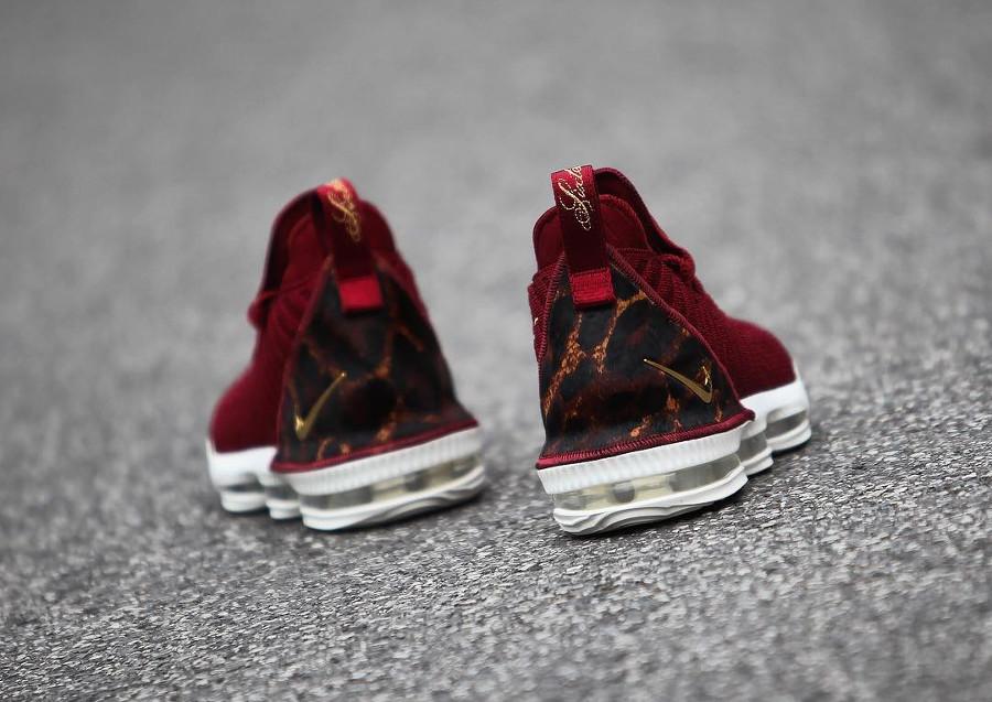 Nike Lebron 16 battleknit bordeaux avec print léopard (3)