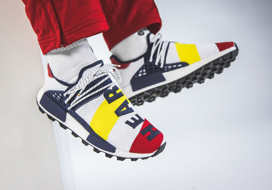 Pharrell Williams BBC Adidas NMD Human Race blanche bleu jaune et rouge BB9544 (2)