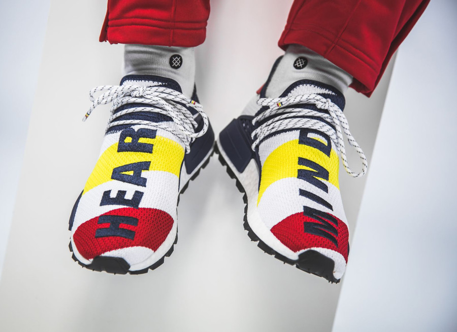 Pharrell Williams BBC Adidas NMD Human Race blanche bleu jaune et rouge BB9544 (3)