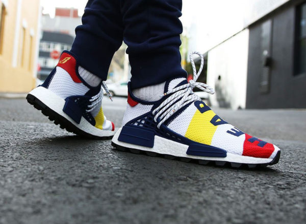 Pharrell Williams BBC Adidas NMD Human Race blanche bleu jaune et rouge BB9544 (4)