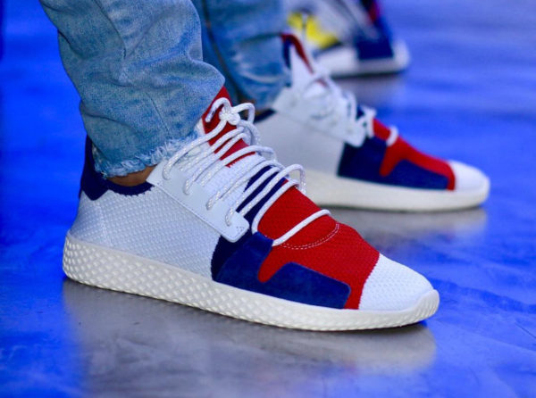 Pharrell x BBC x Adidas Tennis HU V2 blanche rouge et bleue on feet (BB9549)
