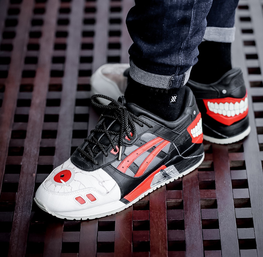 Toyko Ghoul x Asics Tiger Gel Lyte III on feet (5)