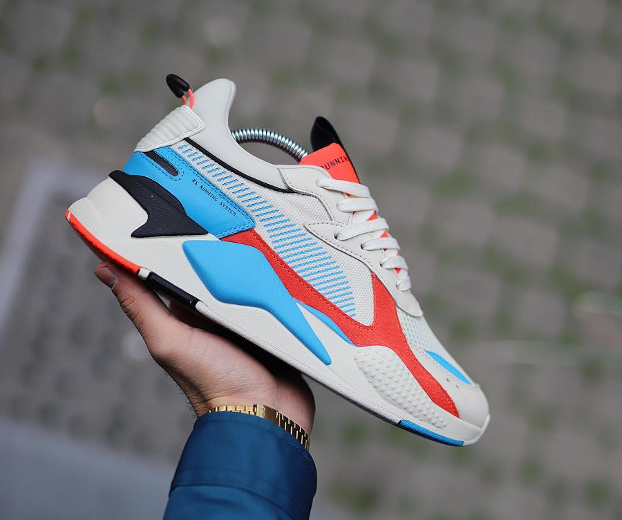 Ugly shoe Puma RS X beige rouge et bleue 369579_01 (1)