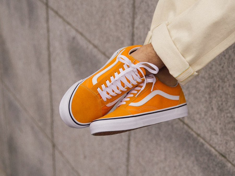Vans UA Old Skool jaune et blanche on feet (VA38G1UKU) (2)
