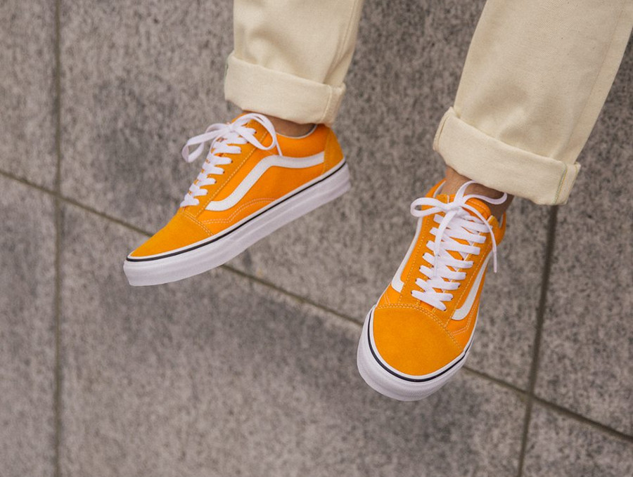 Vans UA Old Skool jaune et blanche on feet (VA38G1UKU) (3)
