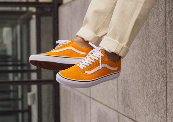 Vans UA Old Skool jaune et blanche on feet (VA38G1UKU) (4)