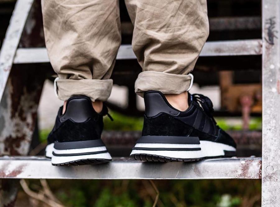 adidas-zx500-rm-noire-et-blanche-aux-pieds-B42227 (3)